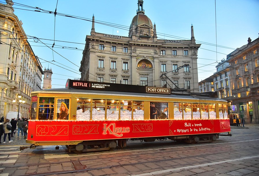 JCDecaux Milan | Tram Special Build | Netflix Klaus TV | Netflix transformed a tram into a post office for the public to send Christmas letters to Santa Klaus (like in the Netflix movie). The 1 day campaign attracted 1281 visitors on board.
